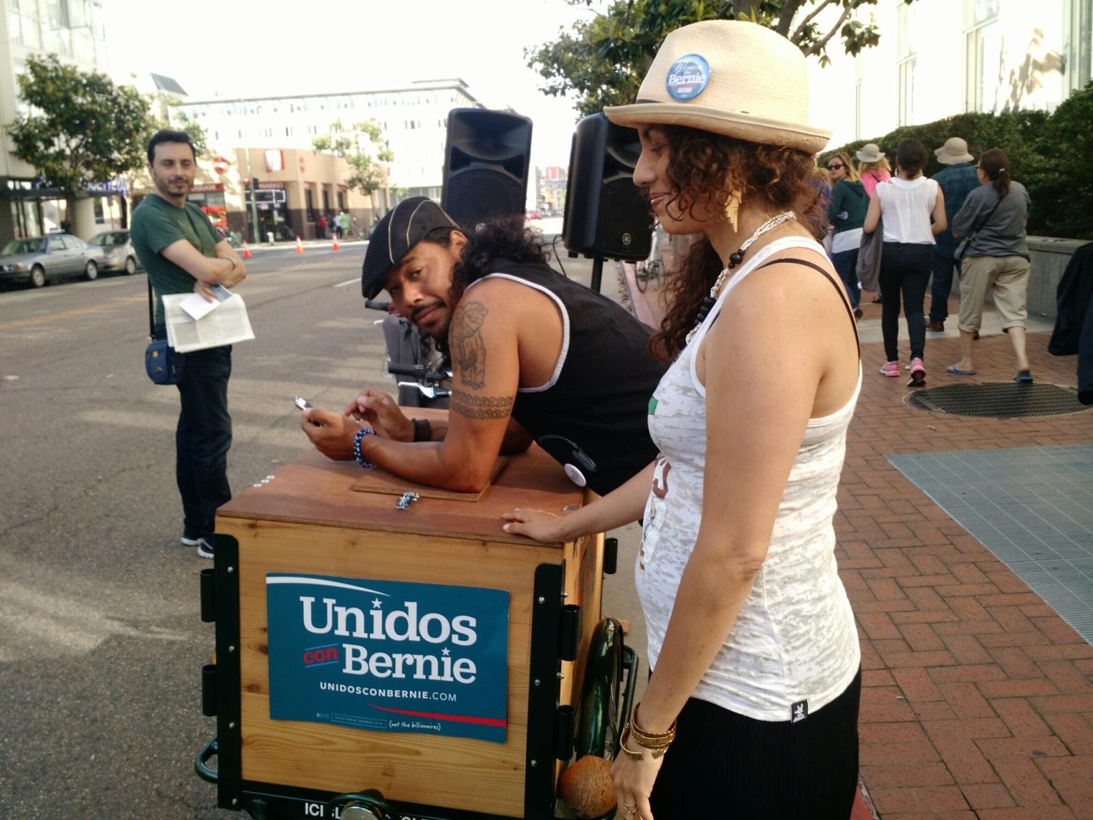 Unidos Bernie Oakland rally